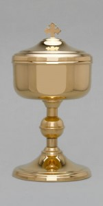 Les ciboires - Le matériel liturgique - vetementsliturgiques.fr