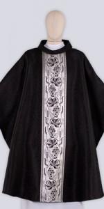 Les chasubles noires avec ornement - Les chasubles - vetementsliturgiques.fr